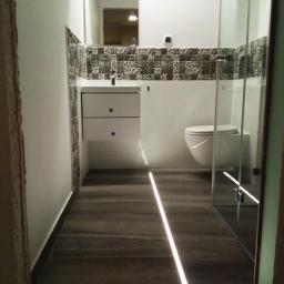 Nowoczesne łazienki z oświetleniem LED