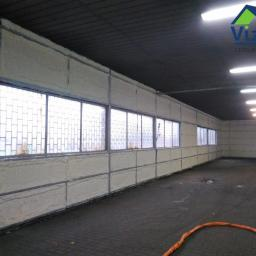 Izolacja pianą – ściany hali produkcyjnej