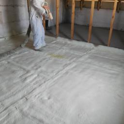 Crossin Attic Hard - izolacja natryskowa betonowego stropu na poddaszu