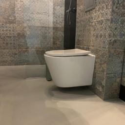 kabina prysznicowa wraz z łazienką wykonana w  technologi resistone