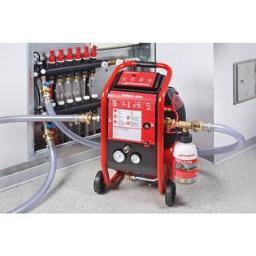 Pompa do płukania centralnego ogrzewania i instalacji wody.