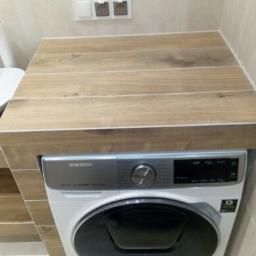zabudowa pralki z terakoty