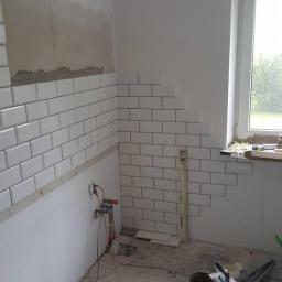remont mieszkania -położenie płytek