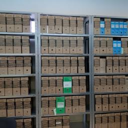 Uporządkowana dokumentacja Klienta. Przełożona w teczki bezkwasowe, które umieszczamy w archivboxach.