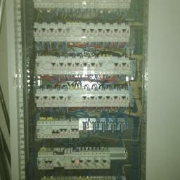 Jakie prace należy zlecić elektrykowi przy budowie domu?