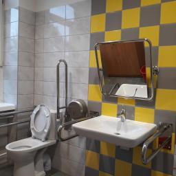 Kompleksowy remont łazienek w szkole podstawowej w Czernicy