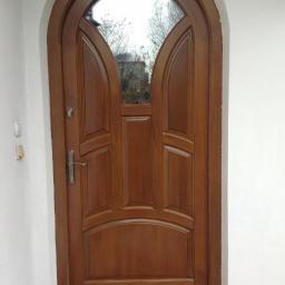 Drzwi zewnętrzne w łuku sosnowe szyba lustro.