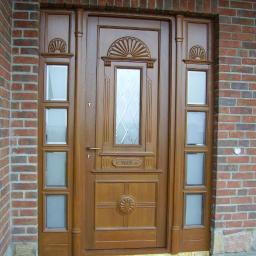 Drzwi zewnętrzne drewniane dębowe szyby z ornamentem