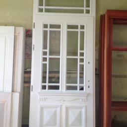 Drzwi zewnętrzne drewniane stylizowane