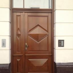 Brama wejściowa dębowa do Kamienicy