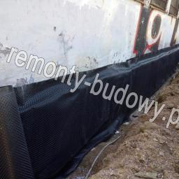 Izolacja pionowa fundamentu typu ciężkiego z ociepleniem, szkoła ul. Anczyca