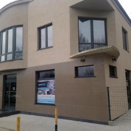 GranitHub- Elegancki Salon Z Granitami - Parapety Wewnętrzne z Konglomeratu Dzierżoniów