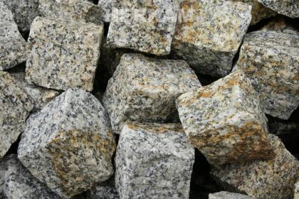 Strzegomski Granit Przerób Kamienia - Układanie Kostki Brukowej Strzegom