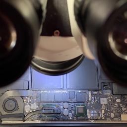 Naprawa pod mikroskopem