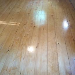 Renowacja starej podłogi.