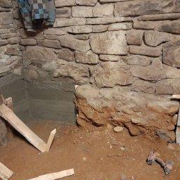 Podlewka fundamentu pod murowany dom zrobiony w latach 50