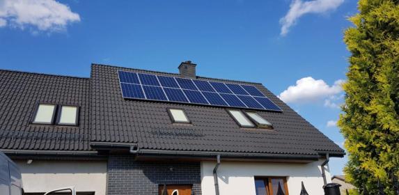 Doradca z ramienia firmy INTI Solar - Urządzenia, materiały instalacyjne Gdynia