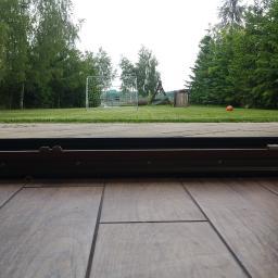 Zdjęcie ukazuje rożnice pomiędzy dwoma systemami okien przesuwnych