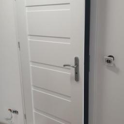 Artur Przewoźny - Montaż drzwi Czapury