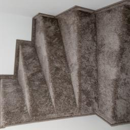 montaż wykładziny na schodach