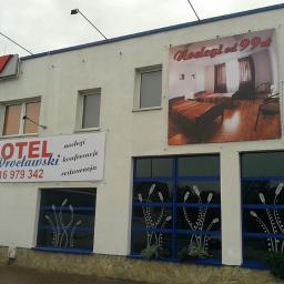 Oznakowanie hotelu - baner na elewacji