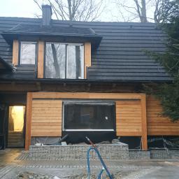 Realizacja pokrycia dachowego blachą z posypką, montaż okien dachowych, wentylacji, okucie komina,montaż rynien. Zakopane grudzień 2020r.