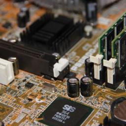 Starsze komputery też naprawiam, a przy okazji jak jest możliwe modernizuje.