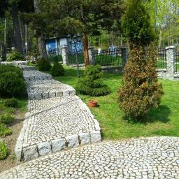 ogrod z miejscem na grilla