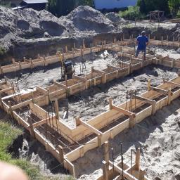 Rumia Dom w żurawkach Szalunek ław fundamentowych. Czekamy na betonik :)