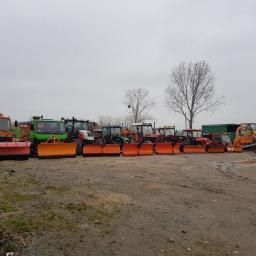Nasza flota, którą wykorzystujemy do odśnieżania dróg oraz parkingów
