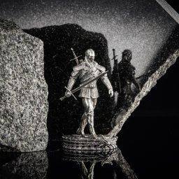 Fotografia produktowa dla Mennicy Gdańskiej. Pierwsza na świecie moneta statuetka inspirowana książkami Andrzeja Sapkowskiego White Wolf - The Witcher Book Series.