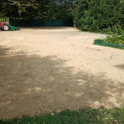 Przygotowanie terenu pod Trawnik sianie trawy wałowanie