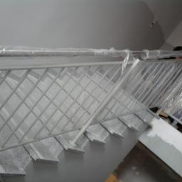 balustrada nierdzewna - w trakcie prac montażowych