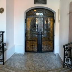 Konstrukcja kraty z otwieranymi oknami  oraz balustrady schodowe - Kościół parafialny w Bytomiu Odrzańskim