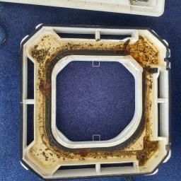 Brudna taca skroplin powodem awarii pompki