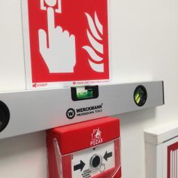 Koncepcje oraz montaż oznakowania bezpieczeństwa i ewakuacyjnego