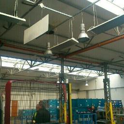 Ogrzewanie strefowe stanowiska pracy panelami produkcyjnymi w technologii podczerwieni.