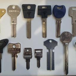 DORABIANIE KLUCZY U nas dorobisz klucz do domu, auta, sejfów i nie tylko :-) ZAPRASZAMY