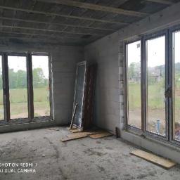 Kupno i montaż drzwi balkonowych w domku jednorodzinnym.