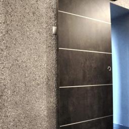 Kupno i montaż drzwi przesuwnych w naszym biurze w Wałbrzychu.