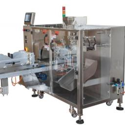 Maszyna jest w stanie spakować: - Formaty: 125, 250, 500,1000 gr Przeznaczona dla większości rodzajów opakowań.
