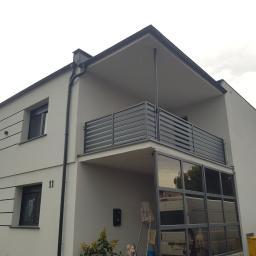 Balkony w stylu palisadowym. Ocynkowane i malowane proszkowo