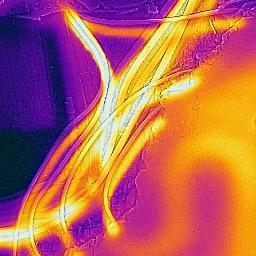 usługi kamerą termowizyjna podane zdjęcie potwierdza  nieprawidłowo wykonane przejście przez korytarz powodem była pękająca podłoga, instalacja wykonana przez jakiegoś partacza