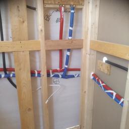 instalacja w domku modułowym wykonanym z drewna