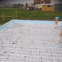 następne zdjęcie instalacji podłogowej bez budynku na samej płycie