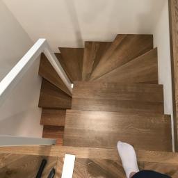 trepy schodowe na konstrukcji metalowej