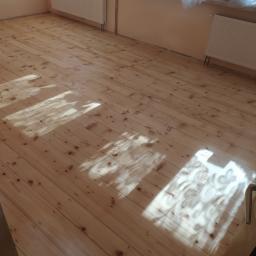 Stara podłoga po renowacji i uzupełnieniu fug
