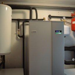 Odwierty i montaż pompy ciepła w modernizowanym domu jednorodzinnym w Waplewie (gm. Olsztynek)