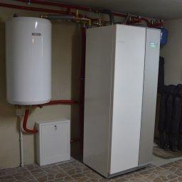 Odwierty i montaż pompy ciepła w modernizowanym domu jednorodzinnym w Pieckach