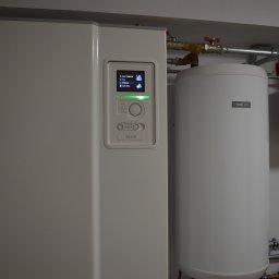 Montaż pompy ciepła w nowym domu jednorodzinnym w Grabinku (gm. Ostróda)